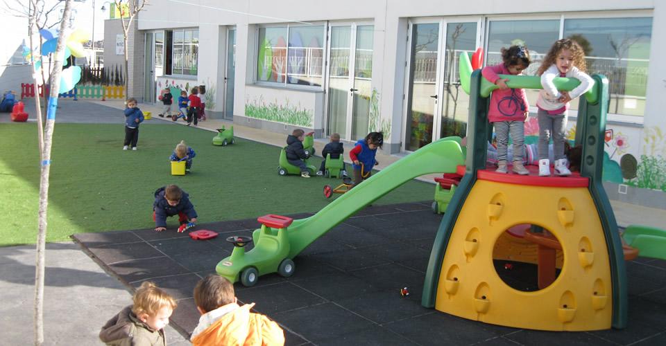 slide escoles infantils ninos